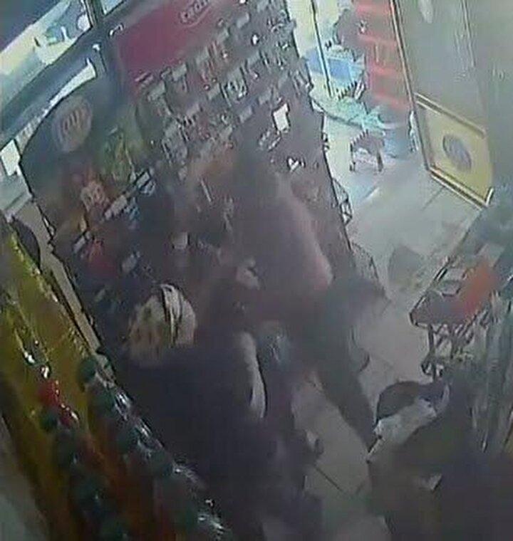 Büfeye gelen başka bir müşterinin ihbarı üzerine harekete geçen polis ekipleri, Kürşat Z.yi yakalayarak gözaltına aldı. Emniyetteki işlemlerinin ardından Kürşat Z., serbest bırakıldı.