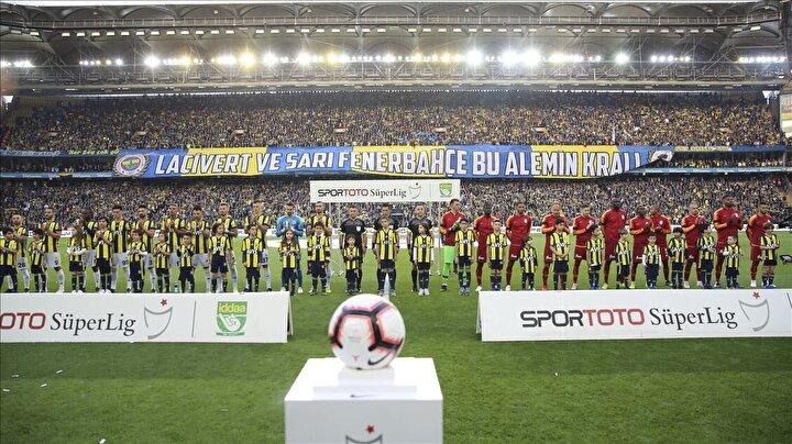62 yıllık geçmişi bulunan ligde toplam 2044 maç yapan iki takımdan Fenerbahçe, aldığı 1160 galibiyetle, en yakın rakibi Galatasaraydan 7 galibiyet fazlasıyla ilk sırada bulunuyor.Galibiyet sayısında Galatasaray 1153 ile ikinci, Beşiktaş 1106 ile üçüncü, Trabzonspor ise 763 ile dördüncü sırada.