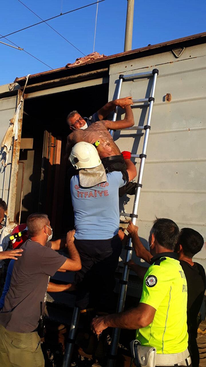 Yaşar ve Özdemirin çığlıkları üzerine çevredekiler durumu sağlık ekiplerine bildirdi.