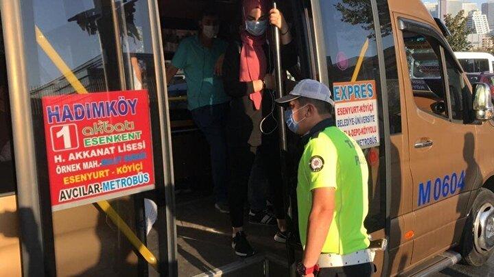 Bir minibüste 12 yerine toplam 24 yolcu çıktı. Sürücülere ayakta yolcu aldığı için 3 bin 150 liraya kadar ceza tutanağı düzenlendi.