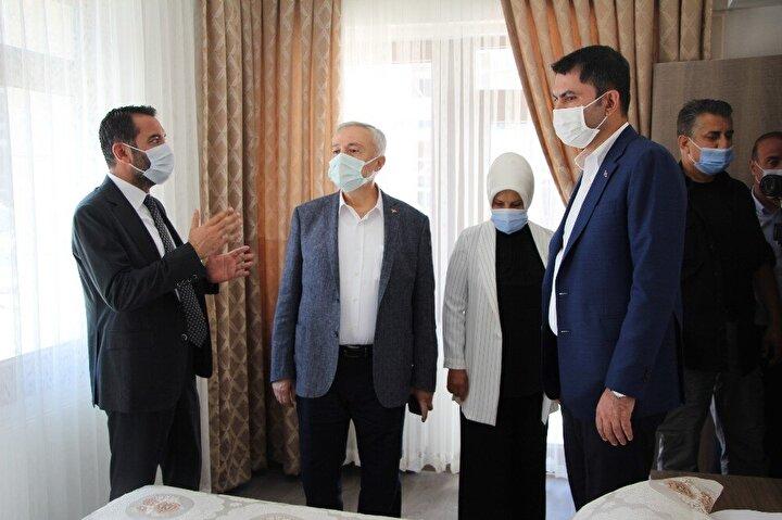 Çevre ve Şehircilik Bakanı Murat Kurum, 24 Ocak'ta 41 kişinin yaşamını yitirdiği, binlerce yapının hasar gördüğü deprem sonrası yapılan çalışmaları yerinde incelemek üzere Elazığ'a geldi.