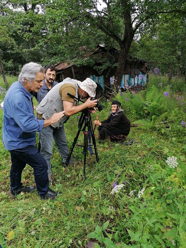 ÇEKİMLER TAMAMLANDI  Yönetmen Orhan ve yapımcı eşi Nurhan Tekelioğlu, Robinson Nine olarak bilinen Fadime Kayacının hayatı için belgesel hazırlamaya karar verdi. Tekelioğlu çiftinin yaklaşık 1 ayda çekimlerini yaptığı belgeselde, Kayacı, kamera karşına geçti, yayladaki zorlu yaşamı ve hayat mücadelesi de kayıt altına alındı.