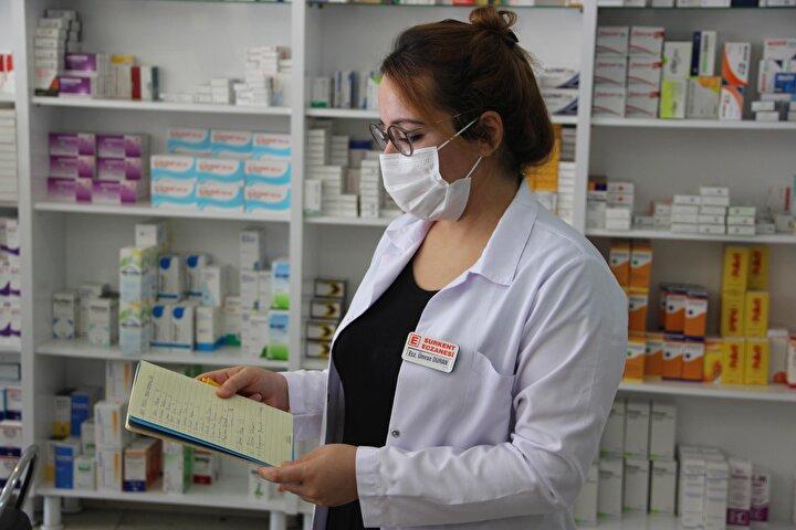 Grip aşısına olan taleple ilgili yöneltilen bir soruyu cevaplayan Bakan Koca, bu yıl dünya genelinde grup aşısına ilgi ve talebin olduğunu gördüklerini, üretim yapan firmaların sayısının da arttığını söyledi.