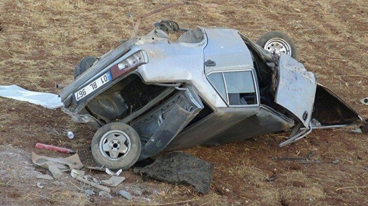 Mardin'in Midyat ilçesi istikametinden Gercüş istikametine seyir halinde olan 01 BL 967 plakalı otomobil, sürücüsünün direksiyon hakimiyetini kaybetmesi sonucu takla atarak şarampole yuvarlandı.