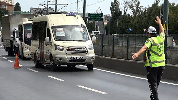 Koronavirüsle mücadele kapsamında İçişleri Bakanlığı tarafından gönderilen genelge kapsamında minibüslerin ayakta yolcu alması yasaklandı.
