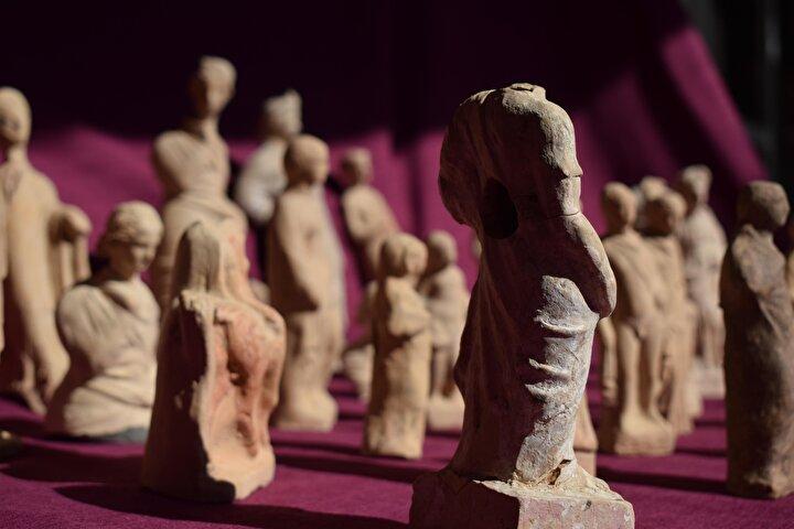 Prof. Dr. Çevik, eserlerin Demre Likya Uygarlıkları Müzesi'nde sergilenmesi için özel bir teşhir tasarımının da yapılmaya başlandığını kaydetti.