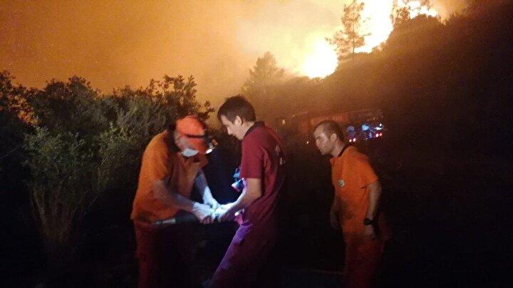 Yangının kontrol altına alınması için çalışmalar sürüyor.