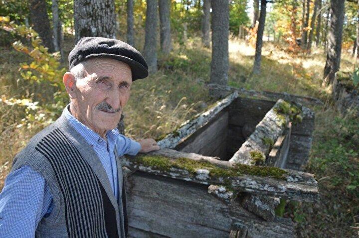 Köy sakinlerinden 75 yaşındaki Mehmet Çabuk, mezarların yaklaşık 200 yıllık Türk mezarları olduğunu belirterek, korunmalarını istedi.