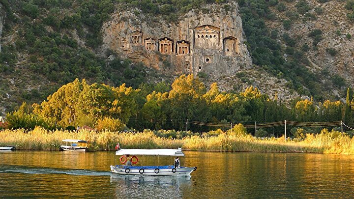 Çeşme gibi gözde sahil alanlarının yanı sıra, Efes ve Yedi Uyuyanlar gibi tarihi yerlere de ziyaretçiler ilgi gösterdi.