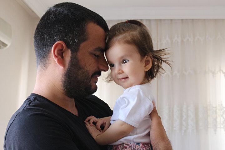 Elmas çifti, kızlarının sağlığına kavuşabilmesi için ABDde 2 yaş altı SMA hastalarına uygulanan gen tedavisi uygulanması gerektiğini ifade etti. Zolgensma Gen adlı ilaçla tedavi olması gereken Deniz için baba Oğuz Elmas, global bağış sitesi GoFundMe üzerinden bağış kampanyası başlattı.