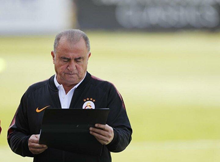 Galatasaraydan ayrılan oyuncular, Galatasaray için kayıp. Gidenlere ve gelenlere baktığımızda, Galatasarayın şu anda geçen seneden daha zayıf bir kadrosu var. Fatih Hocanın muhakkak listesi vardır, kulübün de planları vardır ama şu anda geç kalmış durumdalar.
