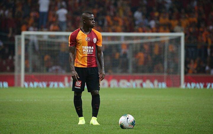 Kulüplerin hiçbir hazırlığı yok. Eski kariyeri çok iyi diye oyuncu alıyorlar. Galatasaray, Seriyi neden alamadı, onu merak ediyorum.