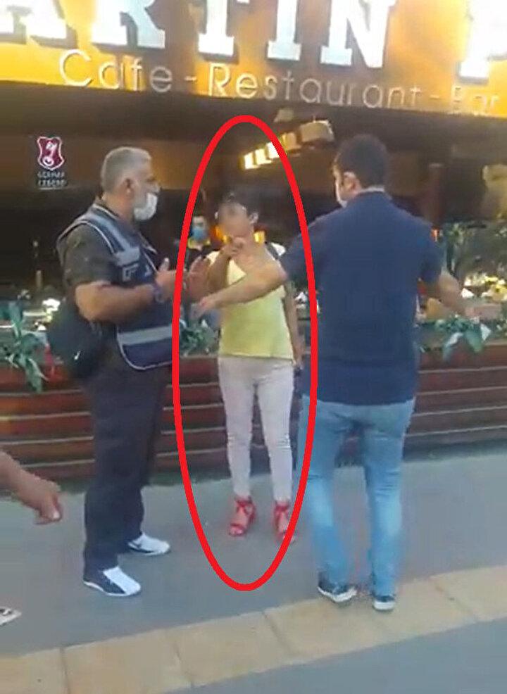 Polis memurları, 900 lira para cezası kestikleri Ş.A. hakkında, kendilerine hakaret ettiği gerekçesiyle şikayetçi oldu.