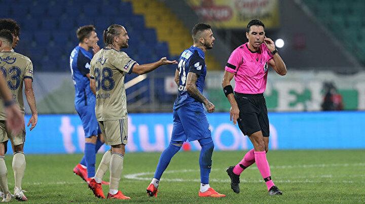 Maç içinde Arda Kardeşleri beğendim. Benim oyun görüşümle hakem kuralları farklı. UEFA komitesine gittiğim zaman çok tartışılan penaltı pozisyonları vardı