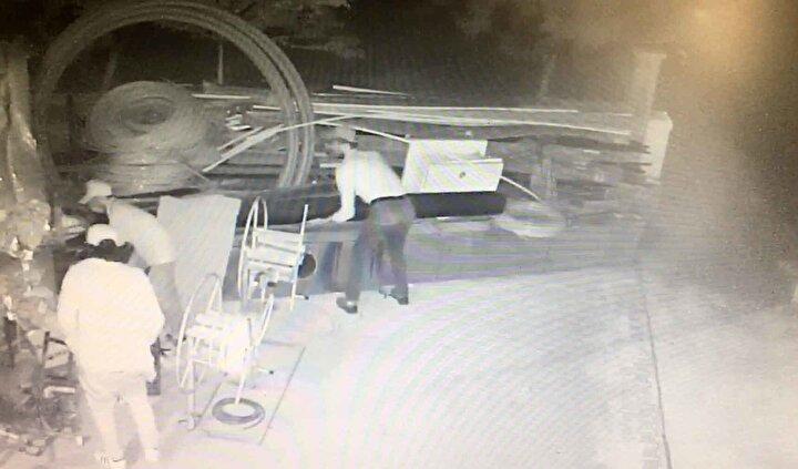 Asayiş Şubesine bağlı Hırsızlık Büro Amirliği ekipleri, iş yerinin güvenlik kameralarını incelemeye aldı.