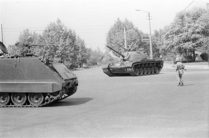 12 Eylül darbesi sonrasında Kenan Evren ve kuvvet komutanlarından oluşan Milli Güvenlik Konseyi 1983 genel seçimlerine kadar Türkiyeye ilişkin tüm kritik kararları aldı.