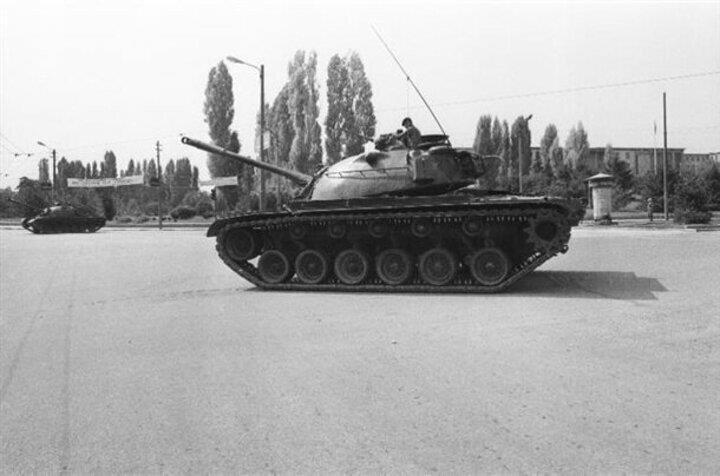 TBMM çevresinde tanklar ve zırhlı araçlar yer aldı
