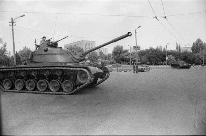 12 Eylül 1980 sabahı sokağa çıkma yasağı ilan edildi.