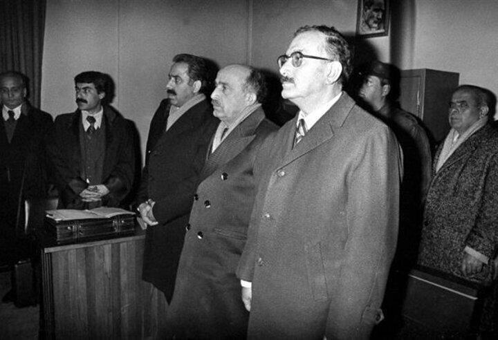 Milliyetçi Hareket Partisi (MHP) eski milletvekilleri (soldan sağa) Sadi Somuncuoğlu, Turan Kocal ve Mehmet Irmak 7. Asliye Ceza Mahkemesinde toplantı ve gösteri yürüyüşleri yasasına muhalefette bulundukları gerekçesiyle yargılandılar.