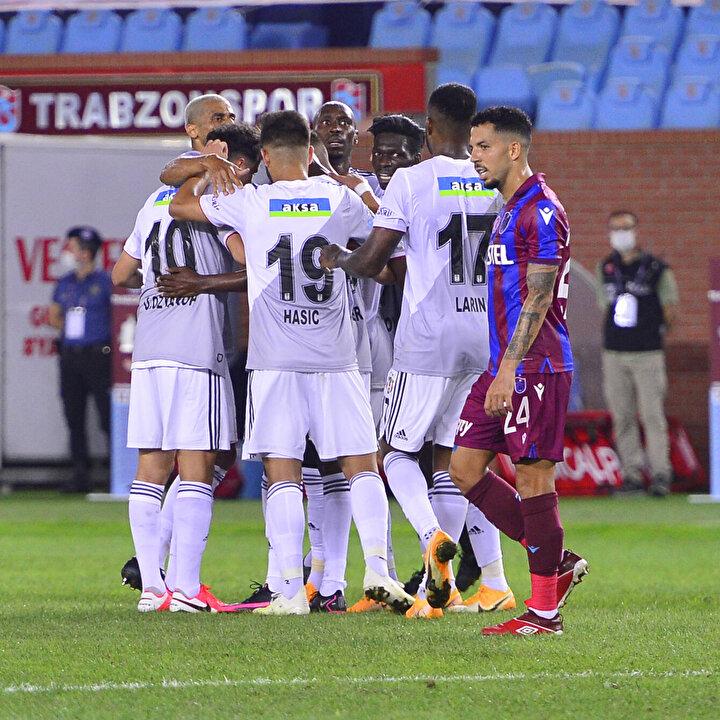 Mücadelenin ilk yarısını Beşiktaş, 29. dakikada Tyler Boydun attığı golle 1-0 önde kapattı.
