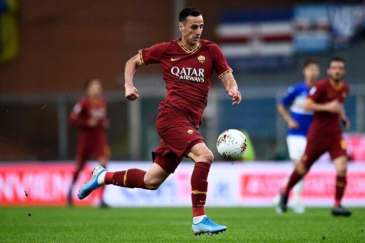 Geride bıraktığımız sezonu Romada kiralık olarak geçiren tecrübeli golcü 15 maçta 5 gol ve 1 asistle oynadı.