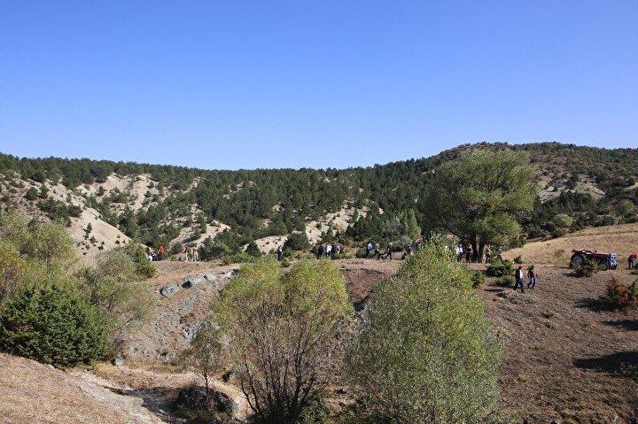 Ekiplerin arama çalışmaları sırasında köy merkezine 5 kilometre uzaklıktaki İğcikaya mevkiinde parçalanmış bir ceset bulundu. H.A.'nın yakınlarının tespiti sonrası cesedin kayıp şahsa ait olduğu anlaşıldı.