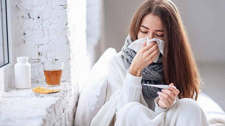 Yeniden yükselişe geçen koronavirüs vakalarına sonbaharla birlikte artan grip vakaları da eklendi.