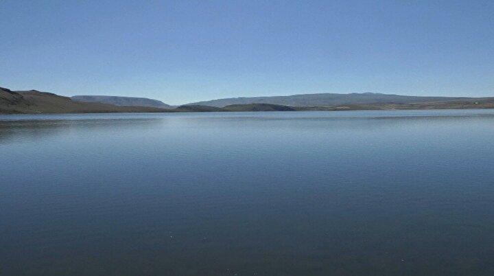 Önemli bir doğa alanı olan Aygır Gölü, göl çevresindeki platolardan oluşuyor. Yabani kuşlara da zaman zaman ev sahipliği yapıyor. Aygır Gölü'nün derinliği kıyıdan itibaren hızla artıyor.