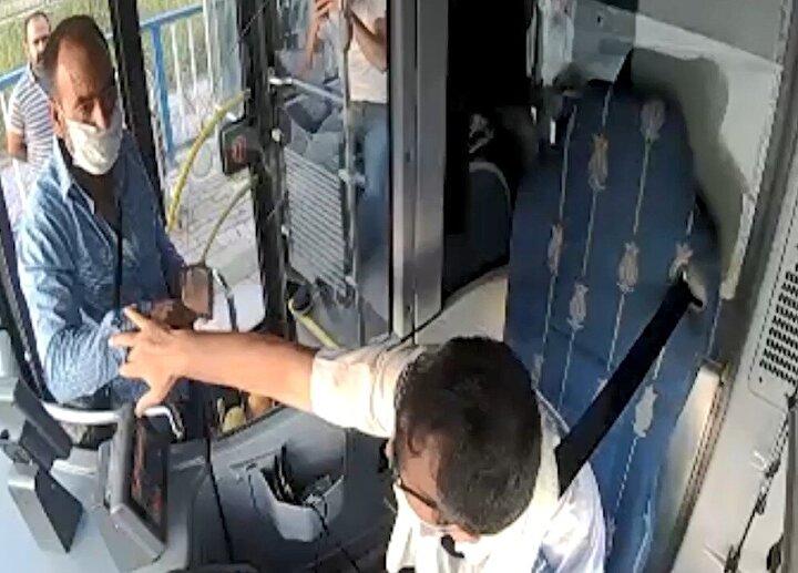 Koltuğun üzerinde bulduğu cüzdanı alan sürücü, hemen kayıp eşya prosedürlerini uygulayarak vardiya amirliği ile iletişime geçti.