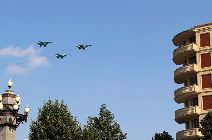 Gence semalarında Türk F-16ları ile Azerbaycan savaş uçakları ve her iki ülkenin askeri helikopterleri de uçuş gerçekleştirdi.