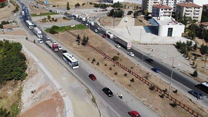İçişleri Bakanlığı tarafından şehirler arası otobüs seyahatleri için Hayat Eve Sığar (HES) kodu uygulaması hayata konuldu.