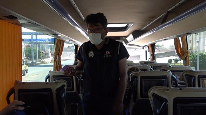 Ayrıca, araçlarda yapılan hijyen denetimi yapan ekipler, yolcular ve sürücülerin maske kuralına uyup uymadıkları da kontrol ediyor.