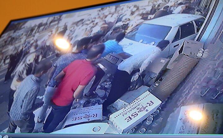 İhbar üzerine kaza yerine polis ve sağlık ekipleri sevk edildi. Cam parçalarının arasında kalan yaralılar, vatandaşların yardımıyla çıkarılarak ambulanslarla kentteki hastanelere götürüldü.