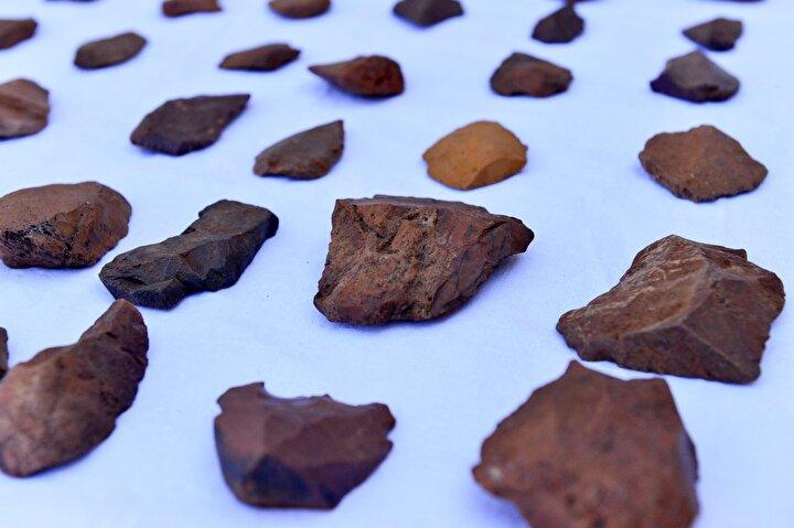 Yapılan çalışmalarla bütün arkeolojik dönemlerin Tuncelide kesintisiz olarak varlığının ortaya çıktığını ifade eden Yılmaz, Alt paleolitik dediğimiz insanların konar-göçer, yaşadıkları ağırlıklı olarak onlardan geriye taş aletlerin kaldığı kültürlerden günümüze kadar farklı ilçelerde bütün kültürel dönemleri tespit ettik. Bu bizim açımızdan Tuncelinin arkeolojik olarak ne kadar zengin olduğunu gösteriyor. dedi.