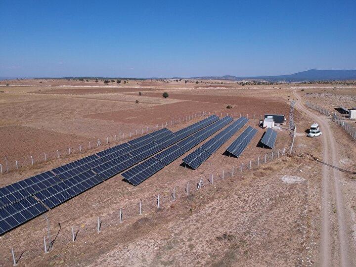 Kütahya'da evli ve 2 çocuk annesi olan Yasemin Yıldırım, Tarım ve Kırsal Kalkınmayı Destekleme Kurumu'ndan (TKDK) aldığı hibe desteğiyle güneş enerjisi santrali (GES) kurdu.