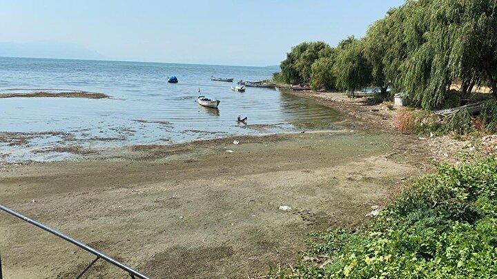 İznik Gölü'nde korkutan çekilme...İskele var su yok