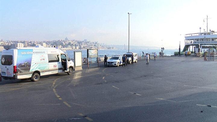 İhbar üzerine olay yerine deniz polisi ve sahil güvenlik ekipleri geldi.