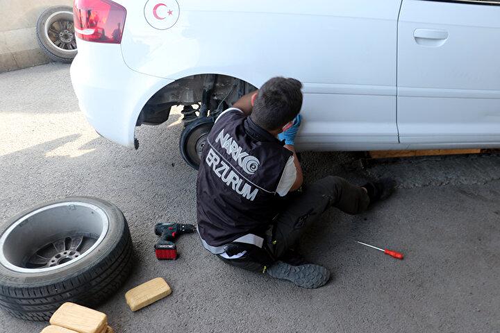 Erzurumda emekli polisin aracında 61 kilo 750 gram eroin bulundu