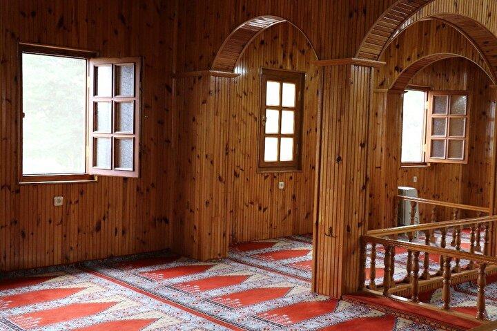 Öte yandan, caminin benzerinin yapıldığı maketi de köy okulunda sergileniyor.