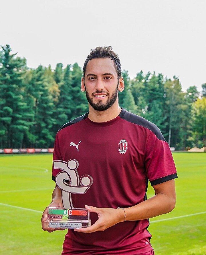 Bu arada, Milan kulübünün Twitter hesabından yapılan paylaşımda, takımın sponsorlarından Emirates tarafından Milanın Bodo Glimt maçında gösterdiği performansla Hakan Çalhanoğlunun Maçın en değerli oyuncusu seçildiği belirtildi.