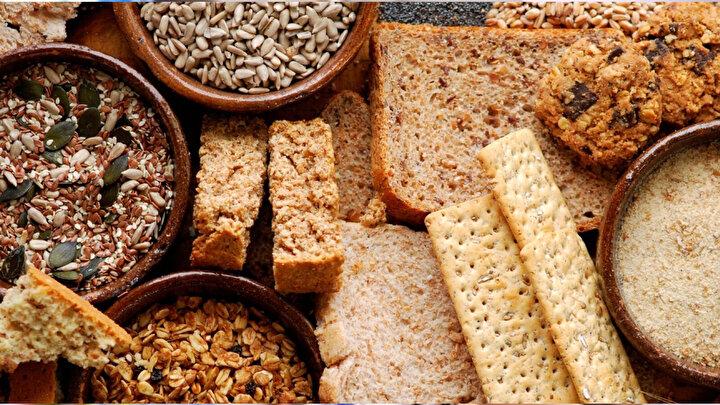Diyet Ürünlerin Kilo Vermeye Yardımcı Olacağını Düşünmeyin  Yapay tatlandırıcılar, vücudun kalori alımını düzenleme yeteneğini bozabilir. Diyet gıdaları tüketen insanların daha çok yemek yemeleri muhtemel olabilir çünkü vücudunuz şeker yediğinizi düşünür ve daha fazla yemenize sebep olur.