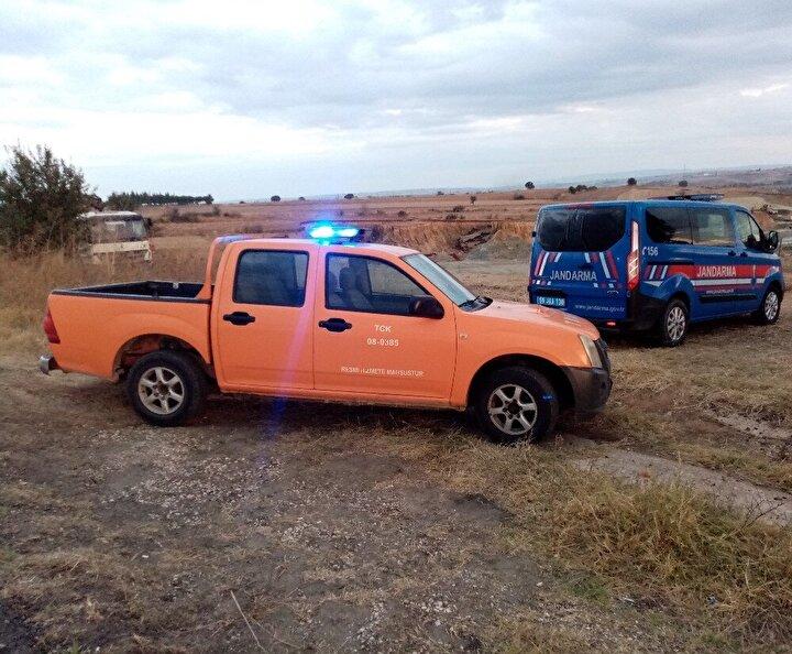 Malkara - Hayrabolu yoluna yakın mesafedeki toprak alanda çökme sonucu yaklaşık 10 metrelik dev bir çukur oluştu.