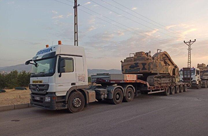 Edinilen bilgiye göre, Türkiye'den Gürcistan'a geçmeye çalışan iş makinalarının yer aldığı tırlar, 20 gündür Türkgözü ve Aktaş Sınır Kapısı'nda bekletiliyor.