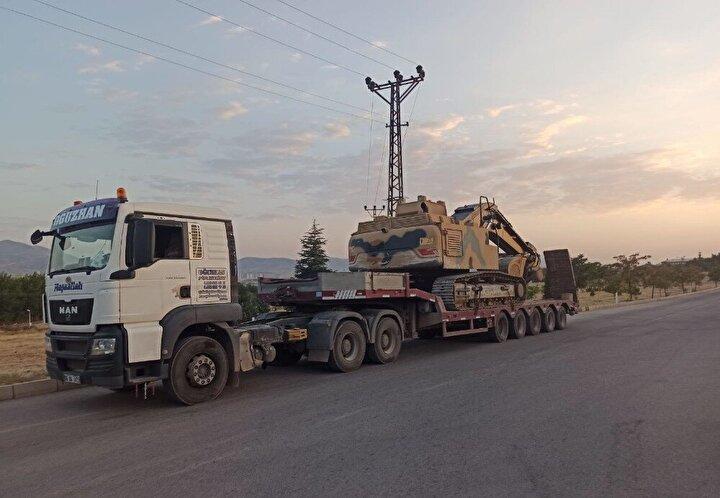 Sınırda bekletilen tır şoförleri yaptıkları açıklamalarda, Sınır kapısından geçmek için Gürcistan'ın iznini bekliyoruz, Gürcistan Azerbaycan'a yardım götürmemize izin vermiyor ifadelerini kullandı.
