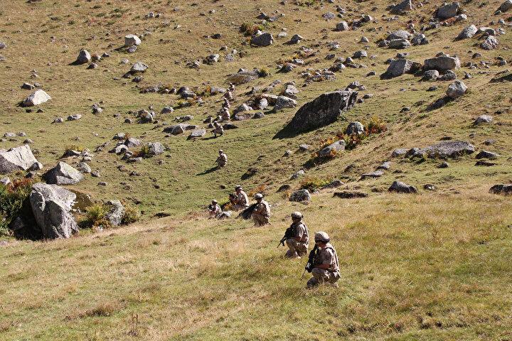 Rize Jandarma Komutanlığına bağlı özel eğitimli timler, bölgede kırsal alanın yanı sıra yaylalardaki geçiş güzergahı olabilecek muhtemel bölgelerde düzenlediği operasyonlarla teröristlerin bölgeye geçişlerini engelliyor.