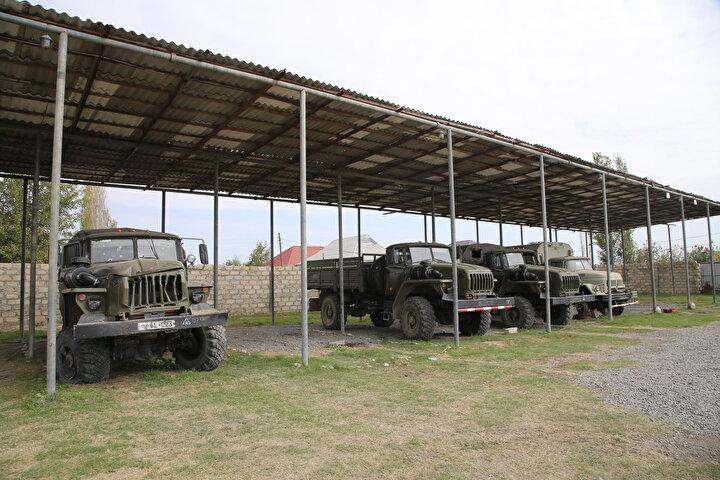 Azerbaycan ordusunun ilerleyişi karşısında direnemeyen Ermenistan askerleri, bazı mevzilerde silahlarını ve araçlarını bırakarak kaçtı.