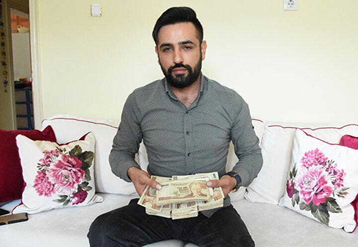 Paradan 6 sıfırın atılması sonrası tedavülden kalkan 100 bin liralık banknotlar ellerinde kaldı. Cankurtaranın oğlu Adnan Sefa Cankurtaran ise 16 yıldır ellerinde tuttukları paraları internet üzerinden satışa çıkardı. Cankurtaran, tamamına 500 bin lira istediği paralar için koleksiyoncuların kendisine ulaşmasını bekliyor.
