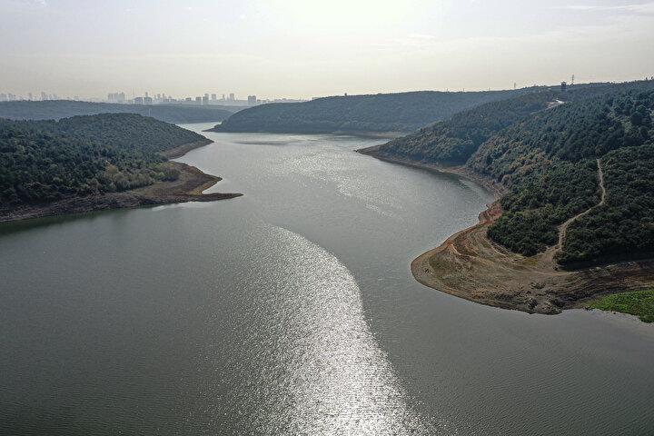 İstanbula su sağlayan baraj ve göletler azami 868 milyon 683 bin metreküp su biriktirme hacmine sahipken, mevcut su miktarı 310 milyon metreküp seviyesinde bulunuyor. Kente dün verilen su miktarı 3 milyon 88 bin metreküp oldu.