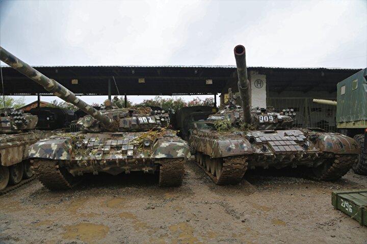 Ele geçirilenler arasında T-72 tankları da bulunuyor.