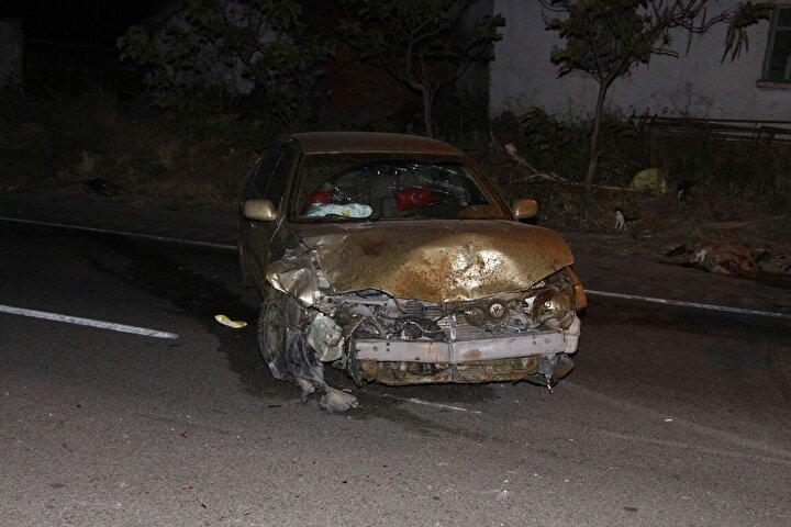 Manisada iki otomobil D300 kara yolunda koyun sürücüne daldı 7 yaralı, 15 koyun öldü